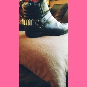 Black Womens H&M pleather boots.
